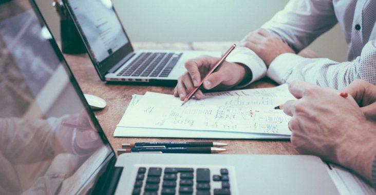 Hvornår har jeg brug for en bogholder – eller for en revisor?